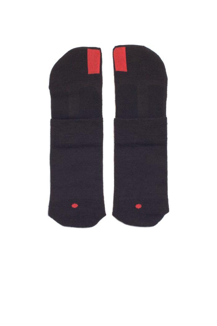 plus12socks Socken schwarz aufgelegt