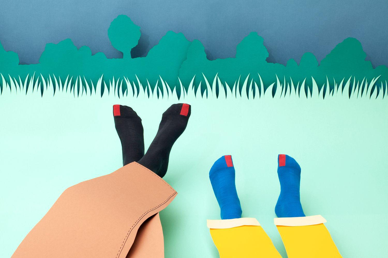 plus12socks Socken Zeichnung mit Füßen von Erwachsenen und Kindern