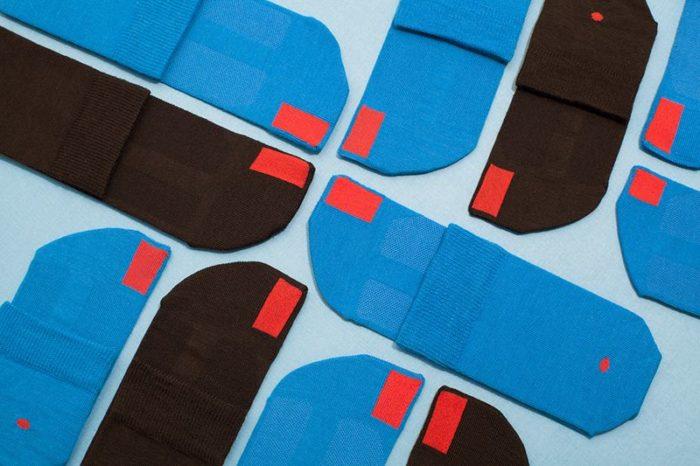 plus12socks Socken aufgelegt blau und schwarz